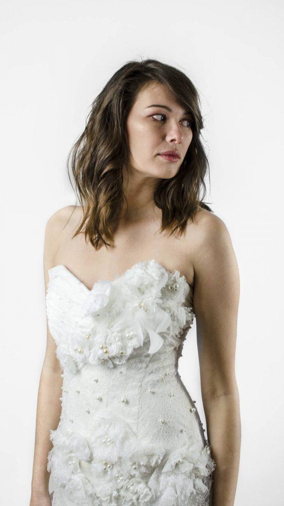 Robe de mariée bustier et corsage, perle, dentelle